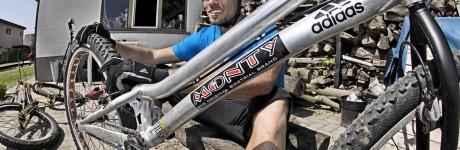 extreme-sport-fotografie-rick-akkerman-kenny-belaey-trial-biker-bike-achtertuin-rotsen-mountainbiker-fietser
