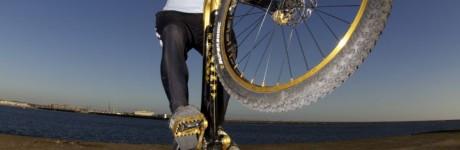 extreme-sport-fotografie-rick-akkerman-patrick-smit-trial-bike-biker-fiets-mountainbiker-wijk-aan-zee-rotsen