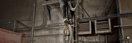 extreme-sport-fotografie-rick-akkerman-patrick-smit-trial-bike-biker-fiets-mountainbiker-fabriek