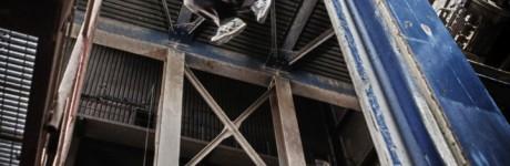 extreme-sport-fotografie-rick-akkerman-parkour-freerunning-freerunner-tracer-traceur-fabriek-verlaten-urbex-urban-exploring-sprong-jump