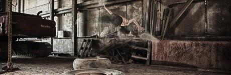 extreme-sport-fotografie-rick-akkerman-parkour-freerunning-freerunner-tracer-traceur-fabriek-verlaten-urbex-urban-exploring-flip-stof