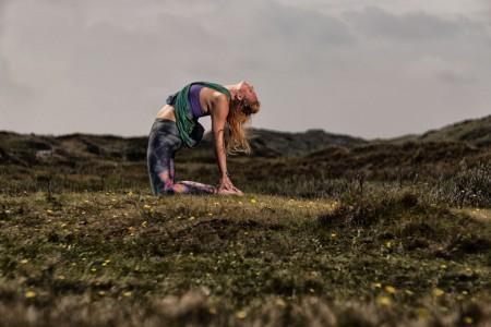 camelpose-anouschka-vooren-yoga-lerares