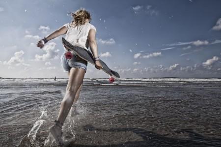 fotograaf-rick-akkerman-serie-golfsurfen-passie-Anne-Skatesurfen