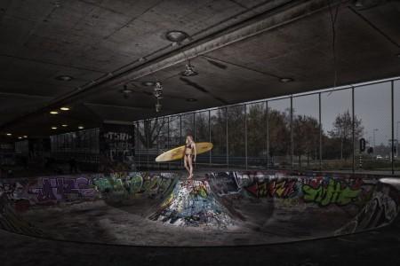 fotograaf-rick-akkerman-serie-golfsurfen-passie-Mandy-Surfen-in-skatepool