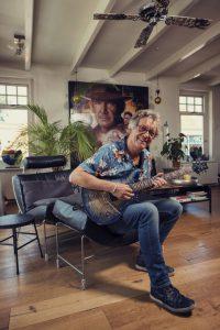man-gitaar-hoorn-typisch-fotograaf-rick-akkerman