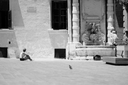 vrouw-duiven-plein-rick-akkerman-fotografie